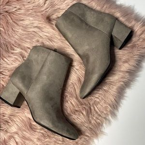 CHINESE LAUNDRY GRAY ANKLE BOOTIES